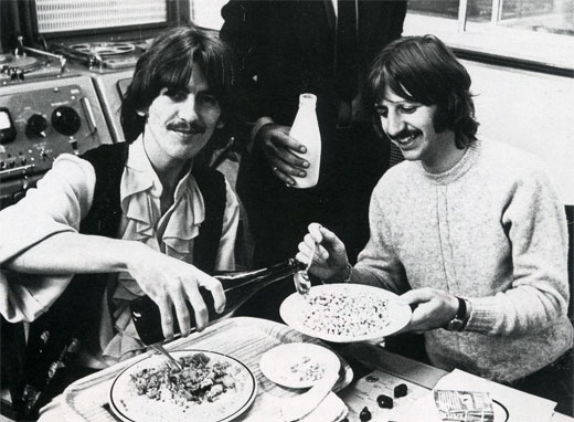 George and Ringo chow down in the control room at Abby Road Studios (1968)