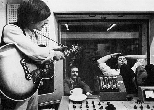 George, unknown and Paul, White Album Sessions, Abbey Road Studios (1968)